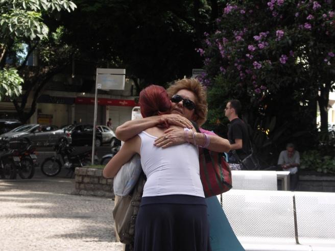 cc-free-hugs-ricardo-moraleida